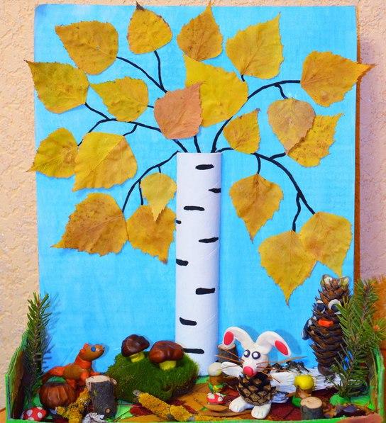 Осенняя поделка: Берёзка Ствол у березы на фото сделан из картонной втулки от бумажного полотенца. Втулку разрезали вдоль пополам и покрасили белой