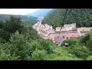 Прогулка по курорту РозаХутор в высоком темпе. Спуск с высоты 1170 до 560. Часть Первая (из 2-х)