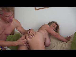 Муж трахнул зрелую сочную соседку, sex milf porn mature woman fuck saggy big natural tit ass boob job man hd cum (hot&horny)