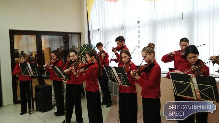 В Московском районе наградили победителей конкурса на лучшее новогоднее оформление
