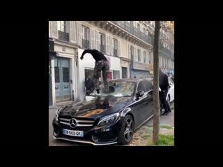 | Борьба за свои права по-Французски! |