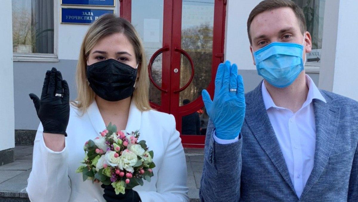 dKQumEWQGQk - Отказываться ли от праздников во время пандемии?