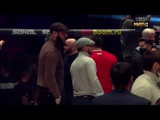 Драка между Магомедом Исмаиловым  и Владимиром Минеевым  на турнире AMC FIGHT NIGHTS