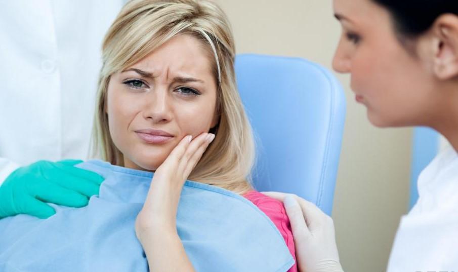 Поврежденная или разложившаяся пульпа может потребовать корневого канала.