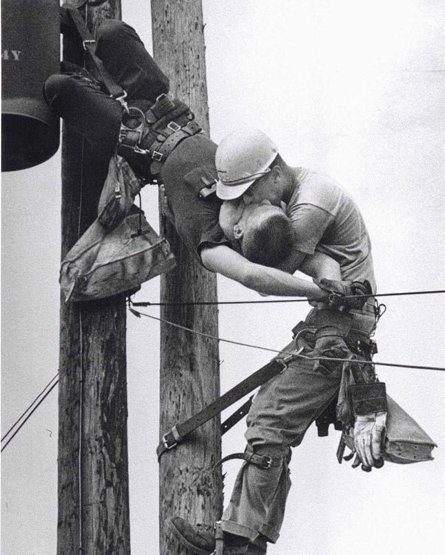 """Фото Rocco Morabito """"Поцелуй жизни"""", 1967 год."""