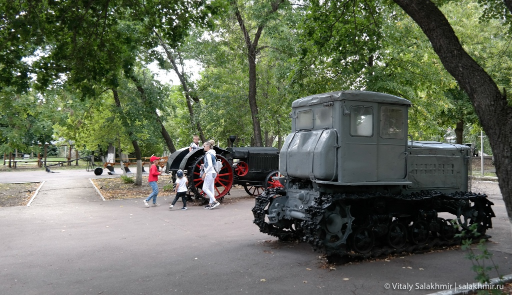 Тракторы, сельскохозяйственная техника в Парке Победы, Саратов 2020