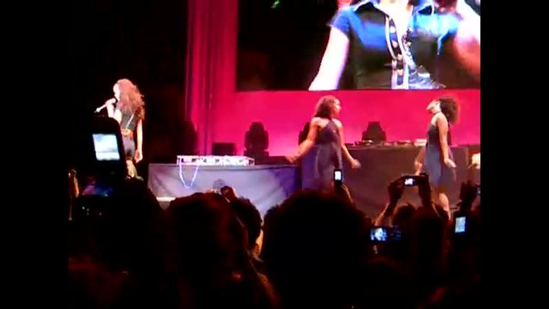 Rihanna - Pon De Replay (Rod Laver Arena, Melbourne, 28.10.2006)