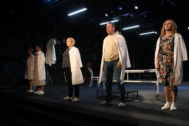 Премьера документального спектакля «Аритмия человечности» прошла в прямом эфире  24 октября...