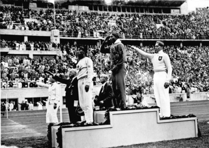 Самым известным мифом Олимпиады 1936 года в Берлине является история о Джесси Оу...