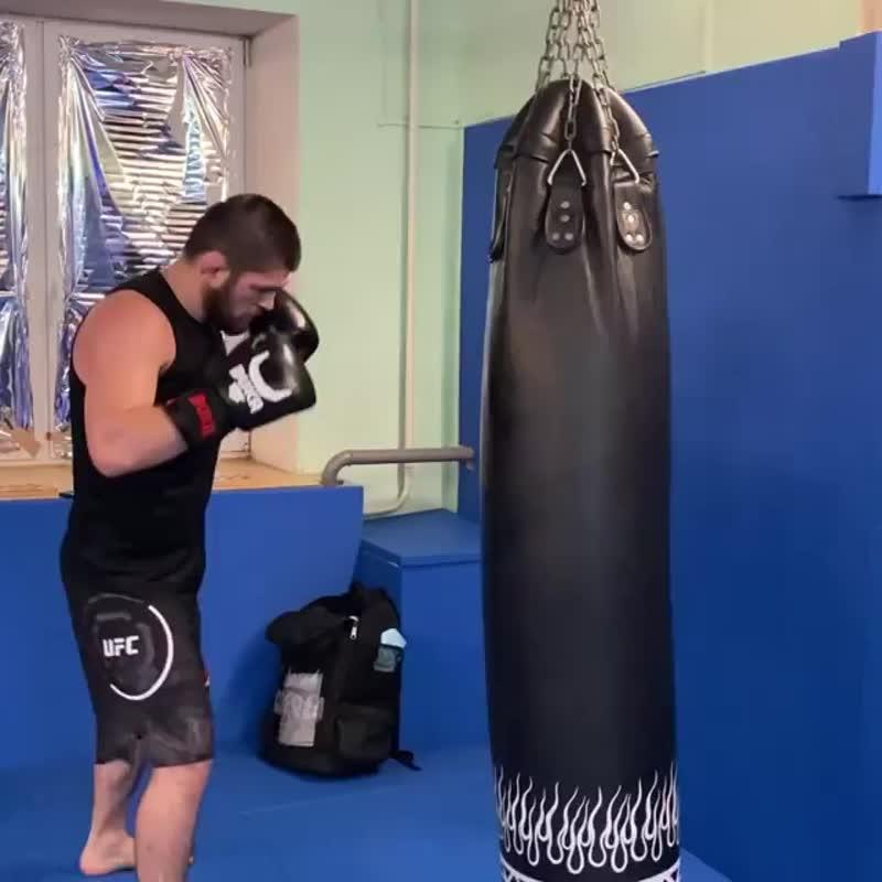 Хабиб Нурмагомедов: «Тренировки очень хорошо снимают стресс и агрессию. Тренируйтесь и будьте добрее».