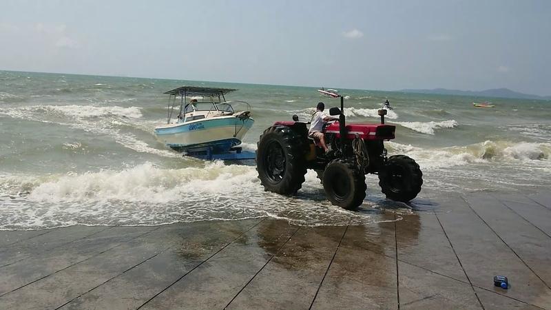Работа мечты вытаскивать яхты на берег