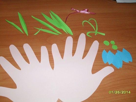 Идея для творчества с детьми. Открытка из ладошек.