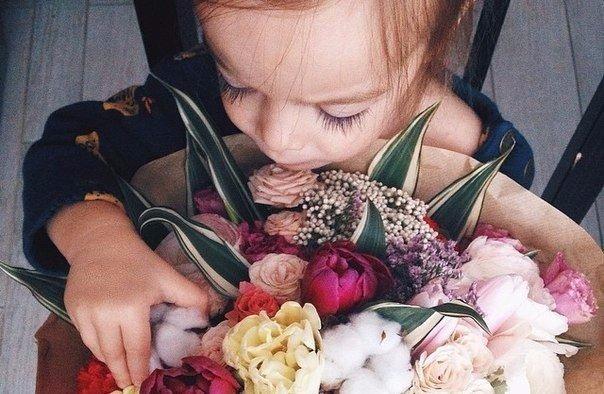 Никогда не жалуйтесь на вещи, которые родители не смогли дать вам.Возможно они отдали вам всё, что у них было.Каждый из вас в неоплатном долгу перед ними.Берегите