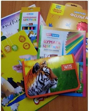 Воспитанники Центра социального обслуживания населения Петровского района получили наборы для учёбы и творчества
