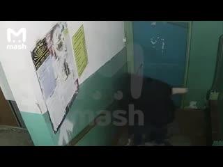 В Нижневартовске мужчина напал на девочку в подъезде