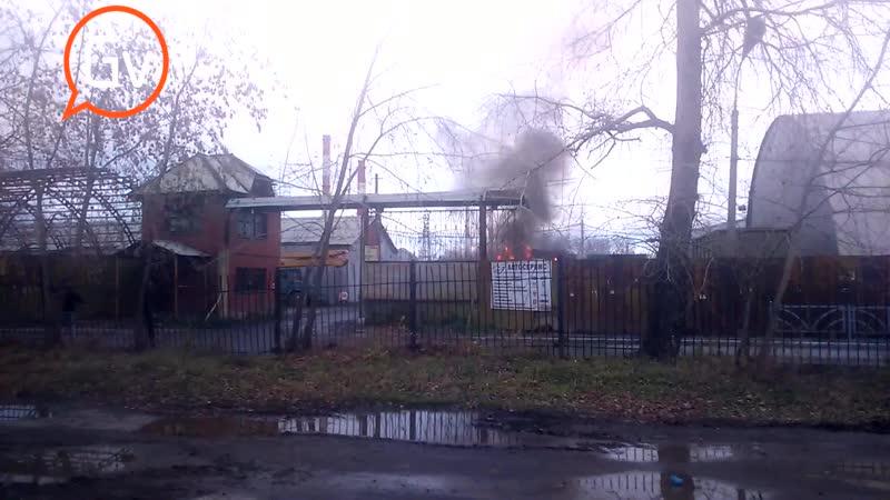 Сюжет в Первоуральске на Хромпике сгорел мусоровоз