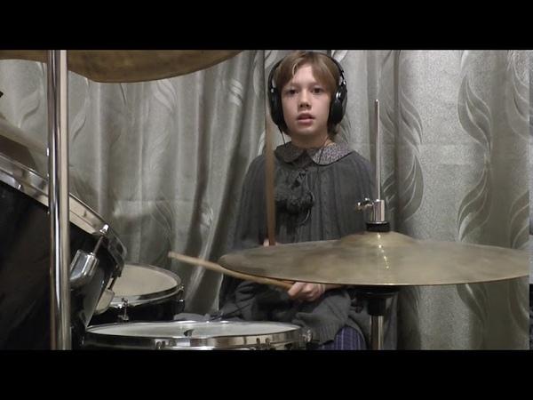 Нина барабанщица