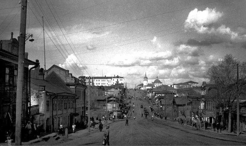 Перспектива улицы Ленина на север. Справа - Дом братьев Ивановых. 1932 г.
