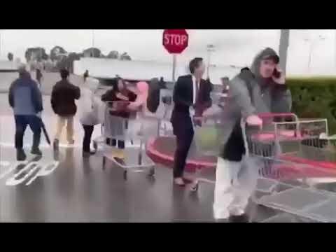 В США и Канаде многокилометровые очереди в супермаркет Имигрант из СССР про панику по американски