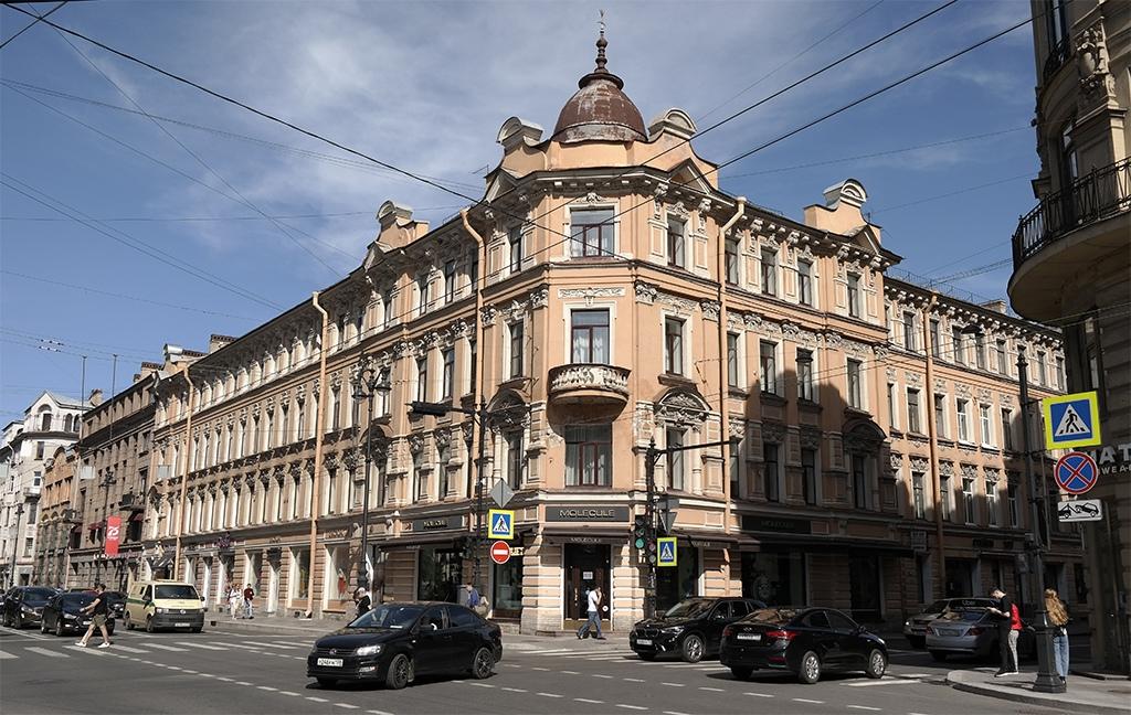 Дома с лепниной на Петроградке 2020