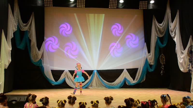 Акробатический танец Пеппи Ева Галкина 6 лет