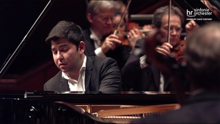 Schostakowitsch: 1. Klavierkonzert ∙ hr-Sinfonieorchester ∙ Behzod Abduraimov ∙ Aziz Shokhakimov