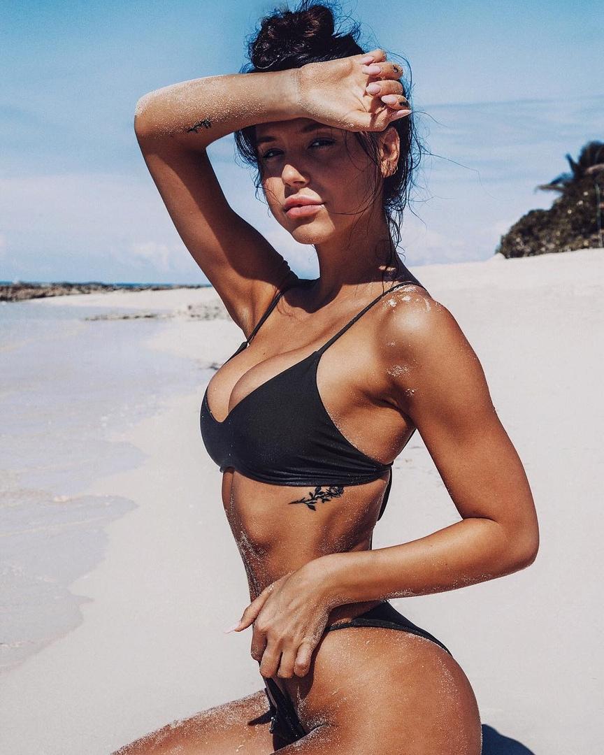 Alexis Ren, Santa Monica - фото №10