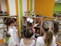 ️У юных танцоров происходит знакомство с медалями и кубками