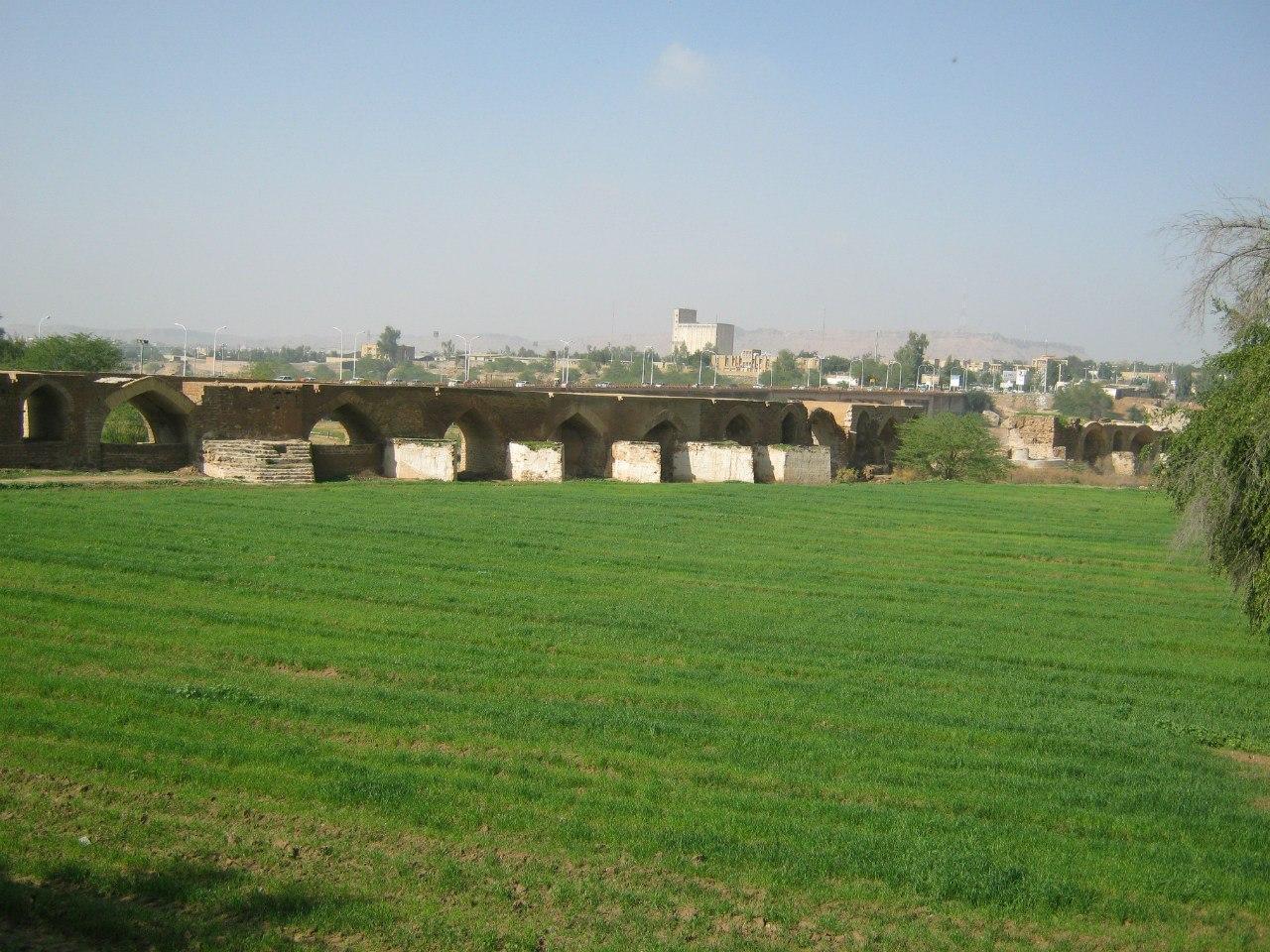 Древний арочный мост-дамба в Шуштар