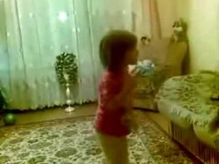Малышка ругает родителей