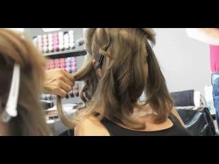 Совершенная машинка для создания локонов   BABYLISS MiraСurl the Perfect Curling Machine     Впервые в России! Новинка август 2013    Идеально подходит для стилистов, которые хотят создавать потрясающие локоны, сохраняющие свою форму надолго, быстро и без усилий. Аппарат автоматически захватывает (помещает) прядь волос внутрь специальной керамической камеры, распределяя волосы вокруг вращающегося элемента.   Прядь нагревается со всех сторон, чтобы сформировался завиток, а короткие звуковые сигналы сообщ