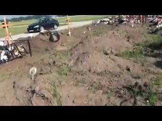 Найдено тайное захоронение жертв наводнения в Крымске . В 250 км от Крымска появился огромный участок со свежими захоронениями н