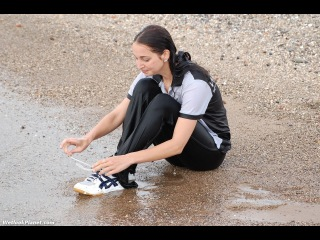 Wetlook117: Krista in sport outfit