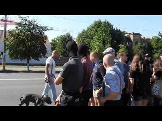 Новая полиция разрешила нанятым Россией фашистам зиговать и славить Гитлера в Киеве Посольство РФ