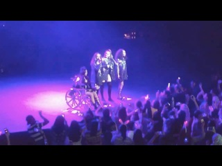 LITTLE MIX - Secret Love Song (Live in Singapore) Jesy Injured