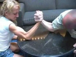 Kelly Lynn vs. John - Mixed Armwrestling