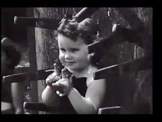 Shocking video - Knife throwing Mom