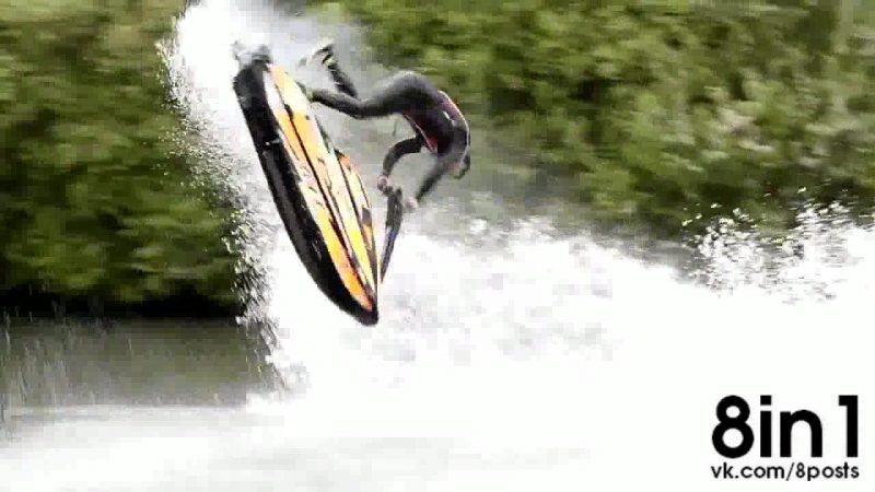 Крутые фристайл трюки на гидроцикле от Энтони Бургесса Jet skier performs incredible freestyle tricks
