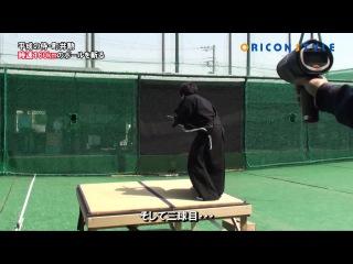 Самурай разрубает мяч летящий со скоростью 161 км/ч.