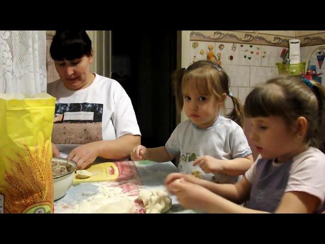 ВЛОГ Владислава у бабушки Лепим пельмени VLOG Vladislava beside grandmothers Model meat dumplings