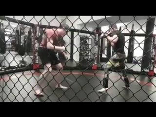 Штефан Пютц готовится к бою на M-1 Challenge 74