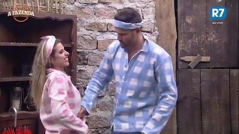 Marcelo e Minerato se divertem e fazem cócegas em Rita