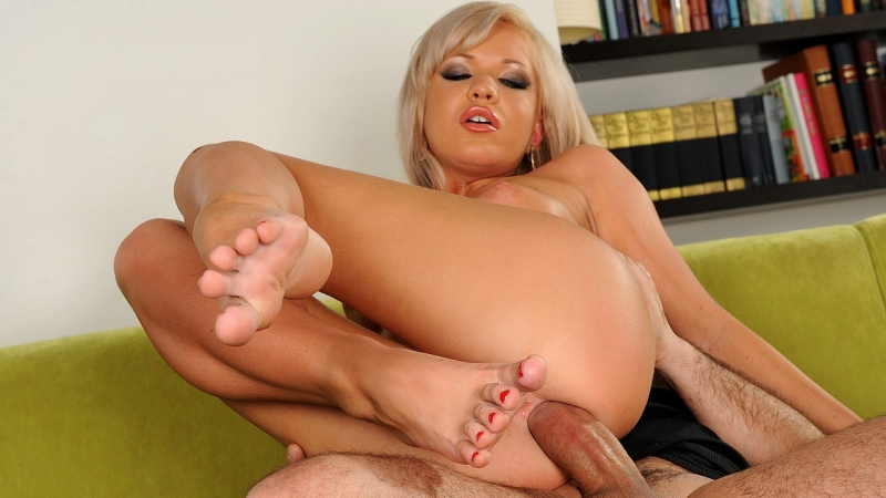 Free blonde footjob porn pics