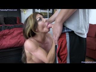 Nina Dolci - мускулистая спортивная мамочка с толстыми губками не смогла устоять перед молодым членом кудрявого сынули