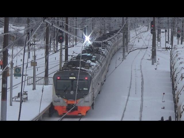 Электропоезд ЭД4М 0491 с искрящими токоприёмниками