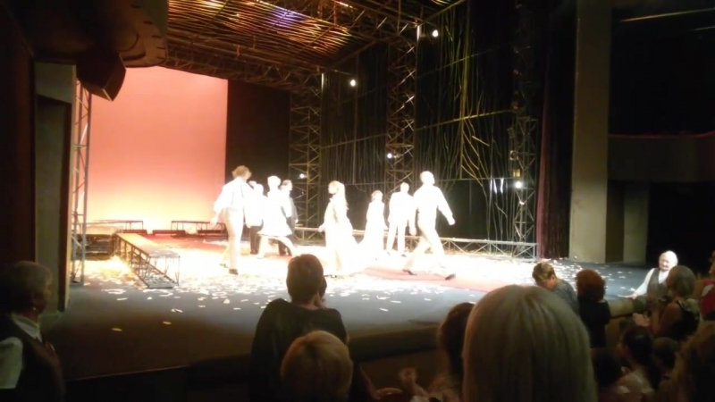 театр Моссовета спектакль с Виктором Сухоруковым Встречайте мы уходим