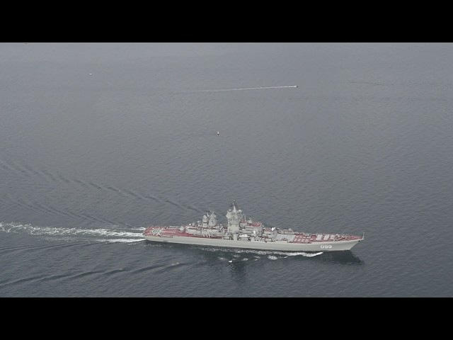 Kæmpestore russiske krigsskibe passerer Storebælt Giant russian warships pass Great Belt Bridge