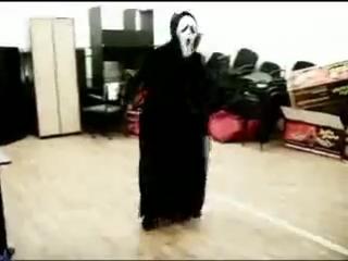 Крик танцует тиктоник=)
