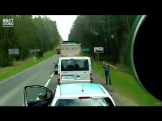 Белорусы в Польше выбросили мусор из тачки прямо на дороге. Местные сразу же отреагировали