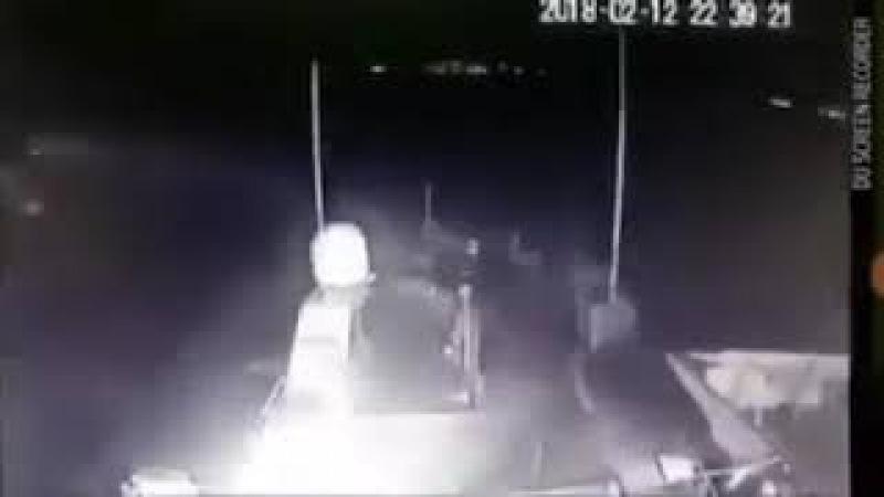Kahpe yunan bizans gemisine kıç taraftan bakın nasıl bindiriyor türk hücumbotu